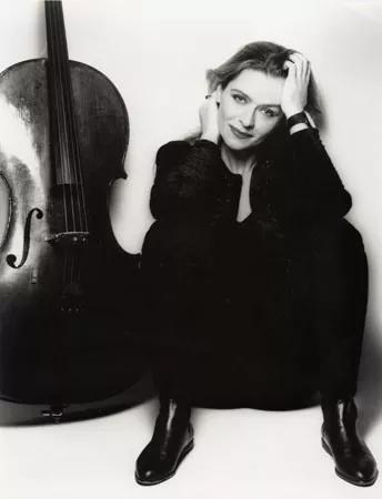 大提琴家莎娜・罗尔斯顿