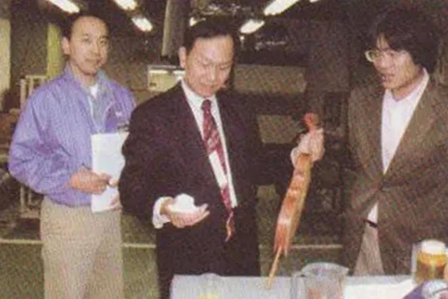 曹树堃先生在一家日本公司讲授油漆课程