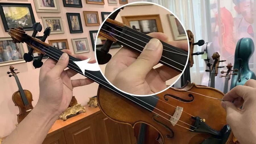 视频中强调的按住琴弦防止回弹的动作
