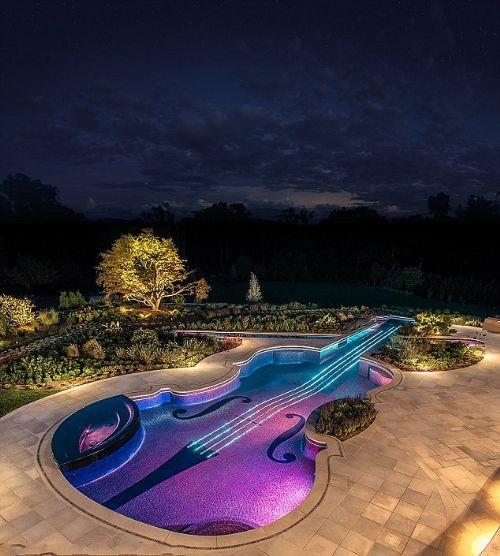 小提琴游泳池