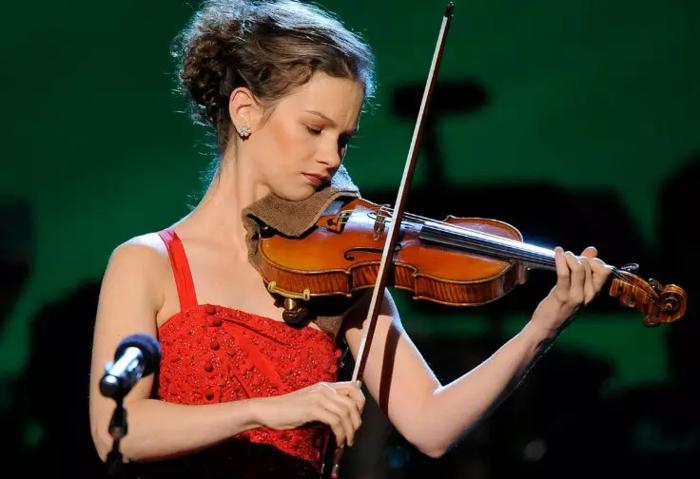 著名小提琴演奏家 希拉里·哈恩