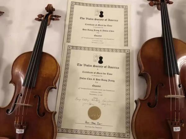 获奖提琴与证书